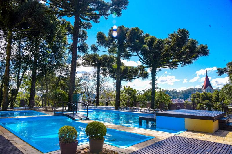 Vista panorâmica piscina com vista deslumbrante