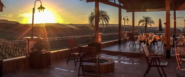 O pôr-do-sol é uma das atrações do Spa do Vinho, em Bento Gonçalves
