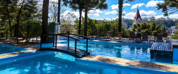 As piscinas externas do Wish Serrano