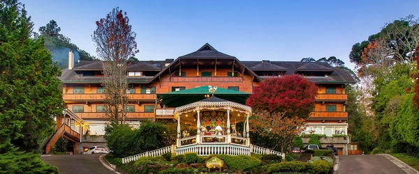 A fachada com inspiração andina do Hotel Casa da Montanha